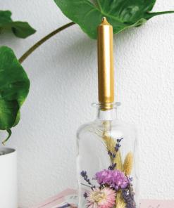 Vaasje-met-droogbloemen-sfeerfoto