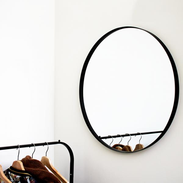 Ronde spiegel 60 cm met zwarte metalen rand van Housevitamin