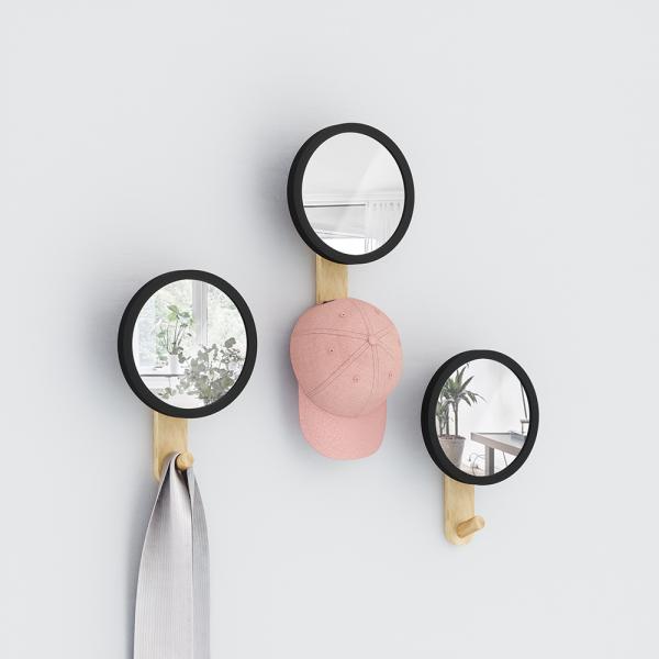 Hub spiegel met wandhaak van Umbra sfeerfoto